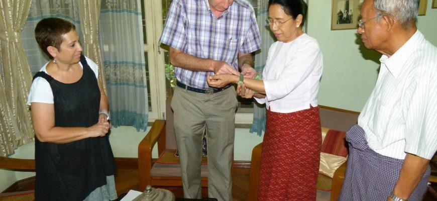 על עצי שיטים, בן-גוריון, או נו ראש ממשלת בורמה ושעון ישן אחד